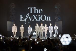 엑소, 방콕 단독 콘서트 성황…3만 3천 관객 열광