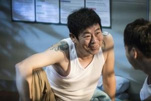 '친애하는 판사님께' 성동일, 이번에는 감옥 수감자? '변신의 귀재' 입증
