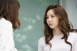 '사생결단 로맨스' 이시영·윤주희, '앙숙 시스터즈' 몸싸움 1초 전 포착…청순한 호구 VS 도도한 욕망녀